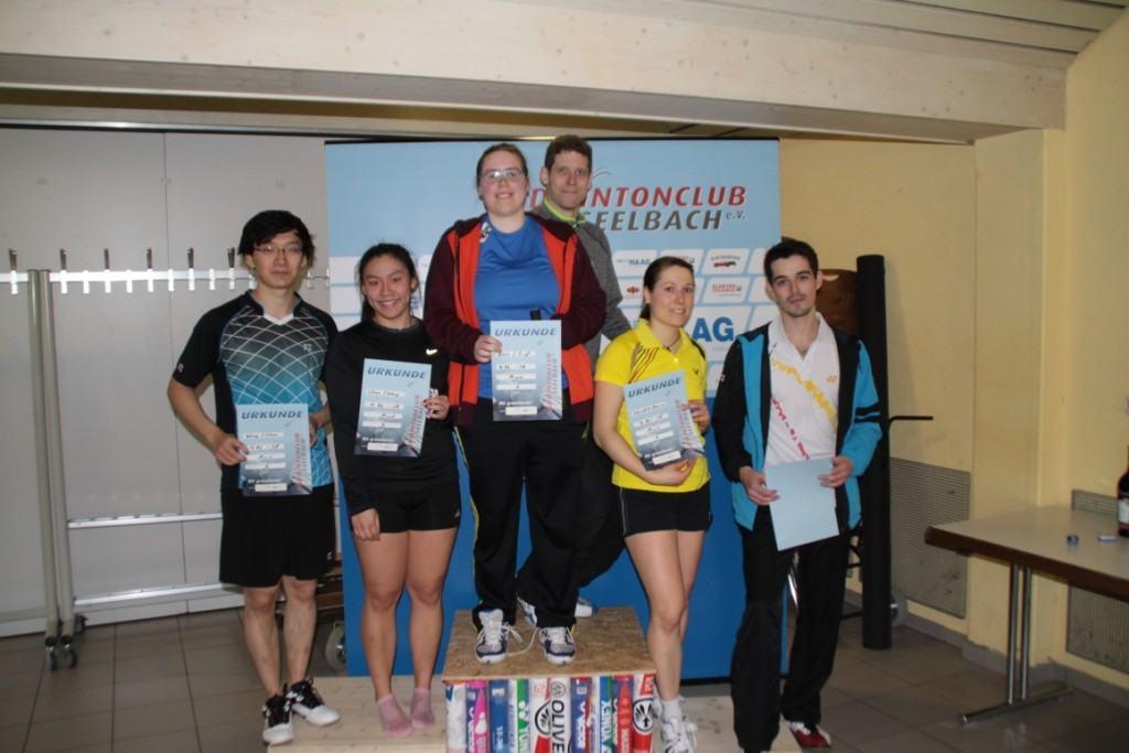 Die Sieger im Mixed: 3. Platz Denise und Andrey (rechts), 2.Platz Yun Jing und Zhangxian (links), 1. Platz Bente und Steffen (Mitte)
